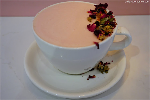 Rose Tea Latte en Blank Slate Tea, Nueva York