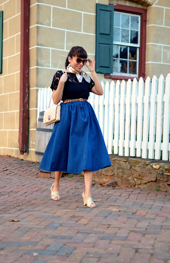 Outfit with a midi skirt