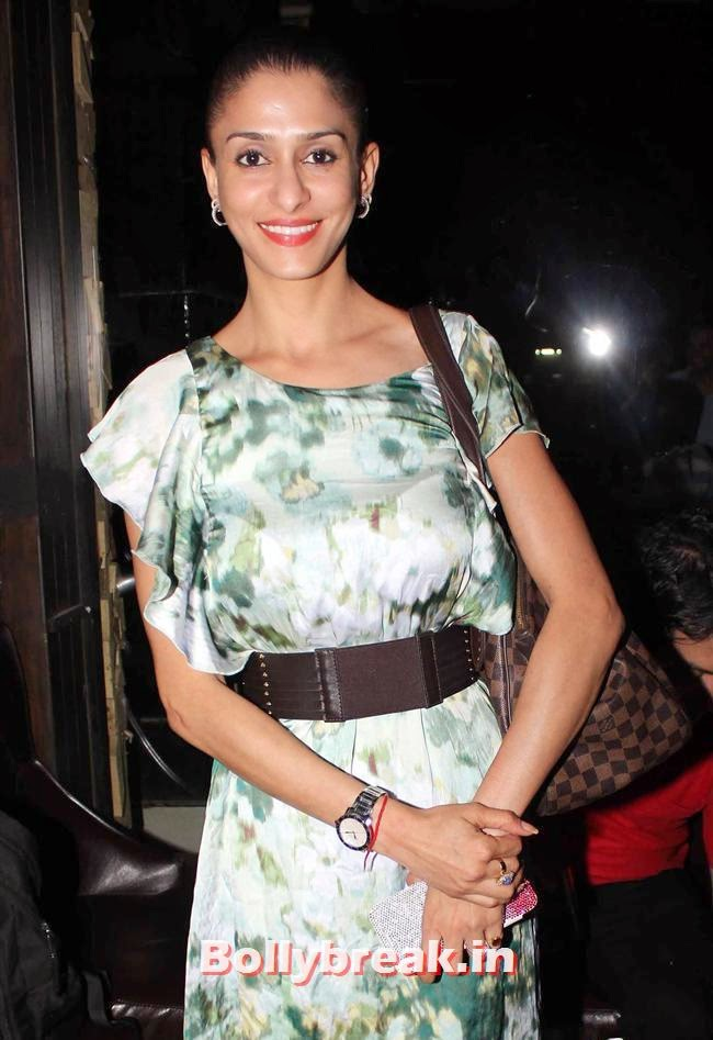 Shilpa Sakhlani, Sunny Leone, Gauhar & Sana Khan at Baby Doll Success Party