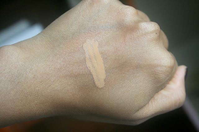 Dior Diorskin Nude Air Serum Foundation 40 Honey Beige Review, Photos, Swatches