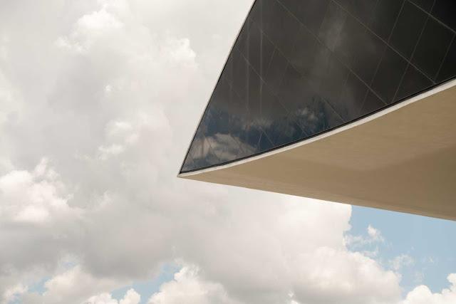 """Anexo do Museu Oscar Niemeyer, conhecido como """"O Olho"""""""