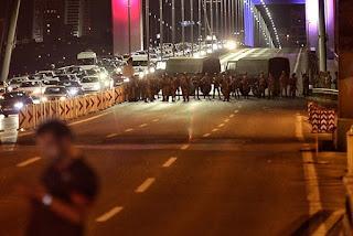 Golpe: Militares dizem que tomaram o poder na Turquia