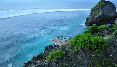 Keindahan pemandangan sunset yang ada di pantai Bali ini memang sangat mempesona banyak para wisatawan dan salah satu alasan bagi para wisatawan untuk liburan ke Bali. Pantai di Bli yang menjadi pilihan utama wisatawan ketika ingin berwisata pantai di Bali, seperti objek wisata pantai kuta Bali, objek wisata tanjung benoa Bali, dan juga objek wisata pantai pandawa Bali. Dikarenakan menjadi promadona, menjadikan pantai tersebut sangat ramai didatangi pengunjung, khususnya ketika musim liburan di Bali seperti ketika liburan sekolah atau pun liburan akhir tahun. Akan tetapi jika Anda ingin berlibur ke tempat yang sepi pengujung seperti halnya objek wisata tersembunyi di Bali, Anda bisa datang ke objek wisata pantai nyang nyang Bali ini.