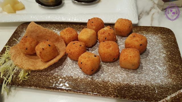 【黃金豆腐粒 – Deep-fried Beancurd Cubes with Seven Flavours Chili Pepper】