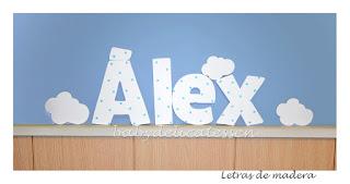 letras de madera infantiles para pared Alex con siluetas de nubes babydelicatessen