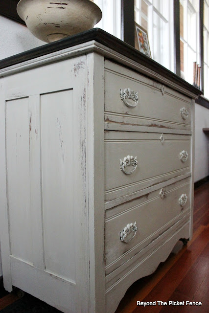 drrsser makeover, farmhouse style, chalk paint, paint makeover, oak dresser, minwax, https://goo.gl/zxVDy0