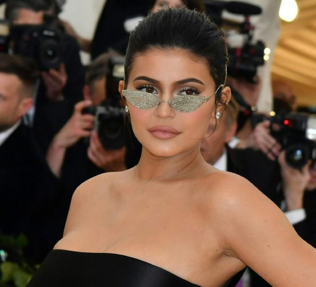 Kylie Jenner shock |  (كايلي جينر) سيصدمك شكلها قبل عمليات التجميل