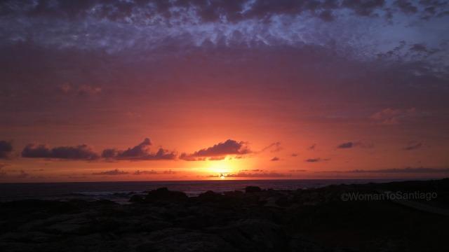 camino-de-santiago-monacal-puesta-de-sol-womantosantiago