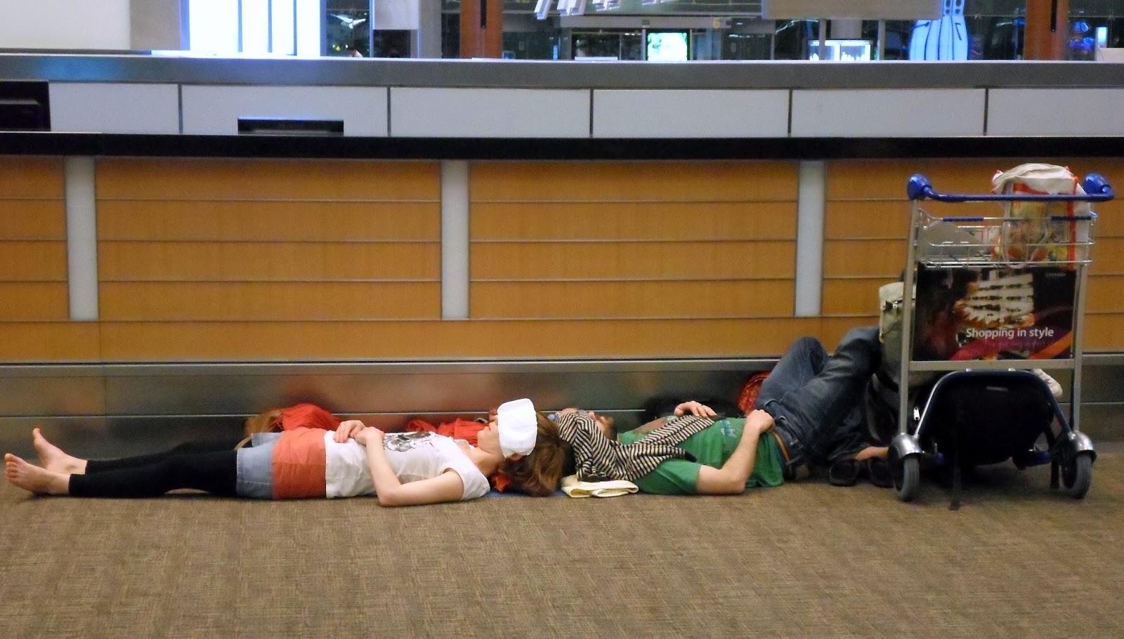 dormir en un aeropuerto