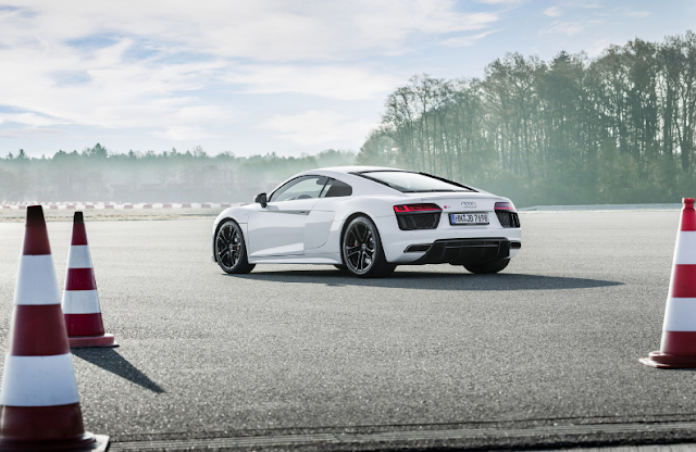 Audi R8 V10 RWS so are the 999 units of this rear-wheel drive for purists
