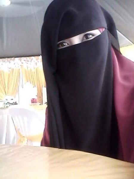 راما الحايك 20 سنة سورية من الرياض تبحث عن عريس عبر واتساب