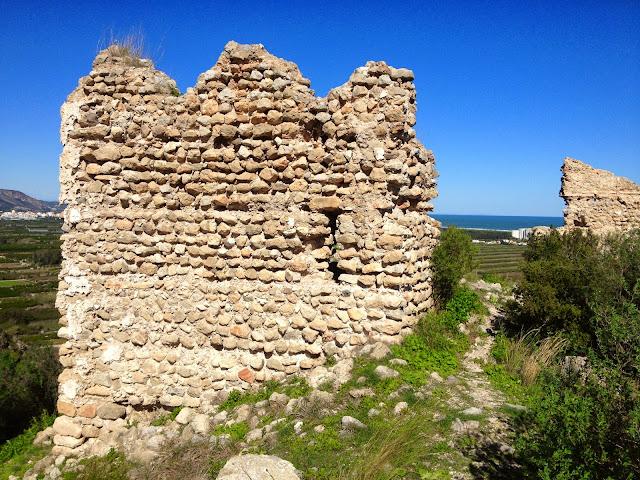 Torre quadrada i restes de l'ermita de sant Joan. Bairén