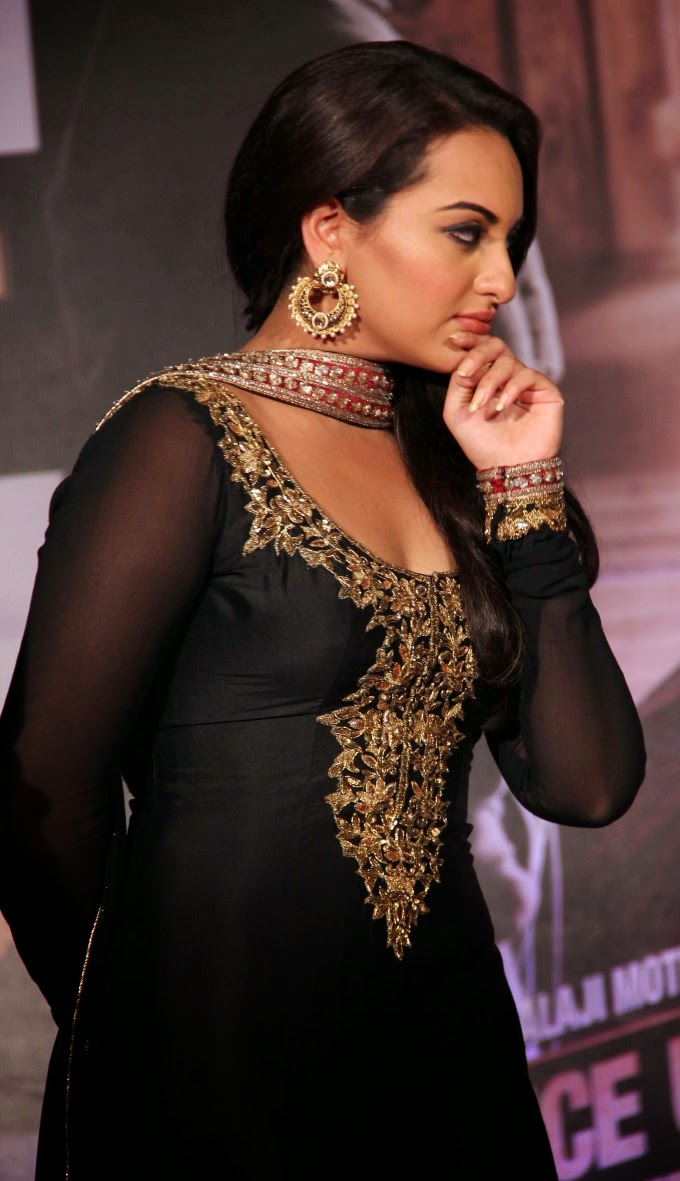 Sonakshi Sinha Looks Spicy In Black Dress