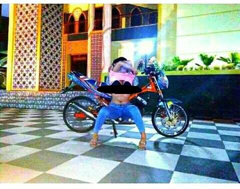 Foto Seronok Cewek ABG di Masjid Agung Magetan