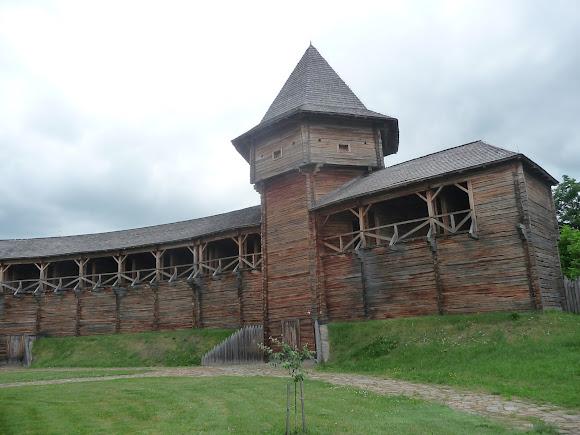 Батурин. Цитадель. Северная замковая башня и крепостная стена