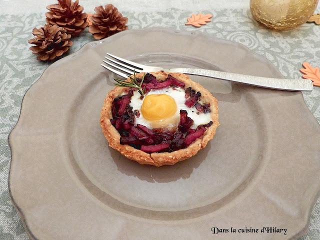 Tartelettes sablés sésame-romarin au confit d'oignon rouge & bacon