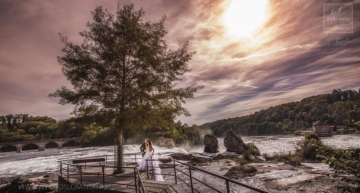 Niesamowity Rheinfall - Sesja ślubna przy wodospadzie w Szwajcarii - fotoslominski.pl