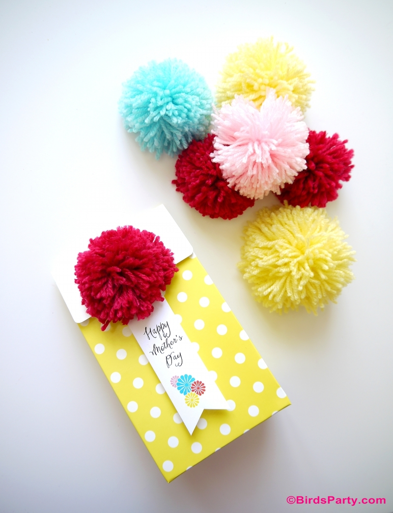 DIY Pompom Gift Packaging and Free Printables Mother's Day Gift Tag - BirdsParty.com