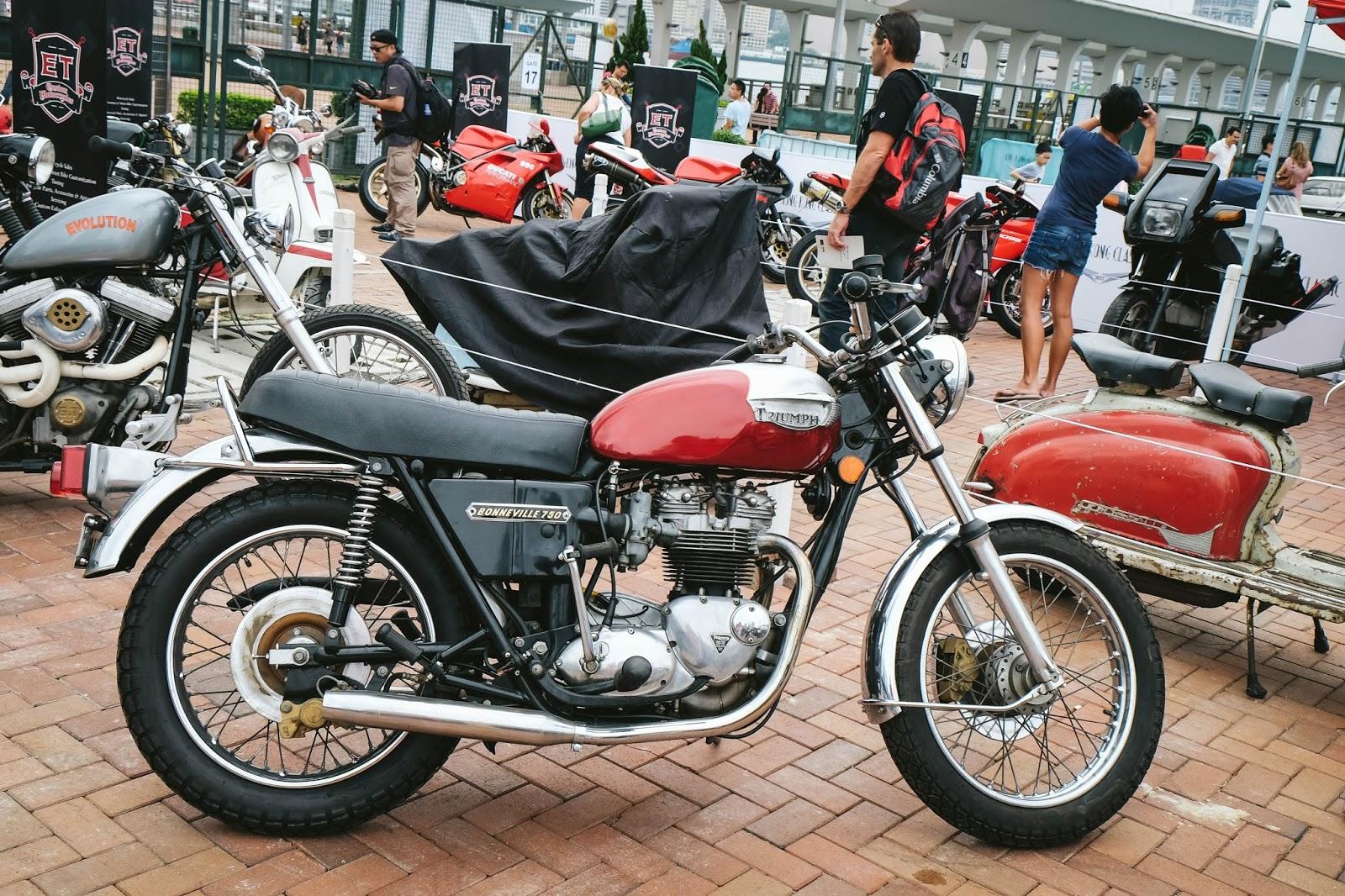 Triumph Bonneville 750  Motorbike