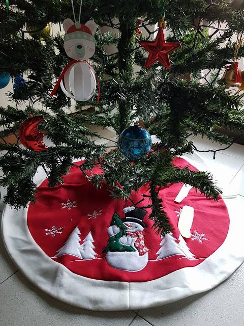 Idee originali per i regali. Tappeto sotto albero di Natale