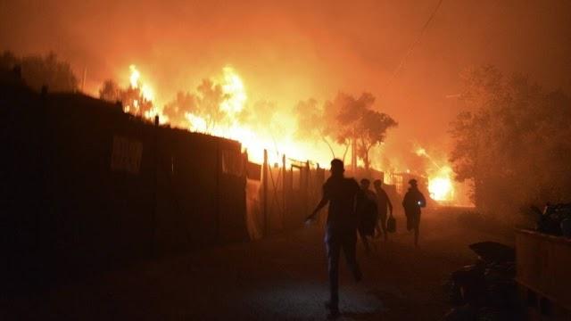 Φωτιά στη Μόρια: Μετανάστες τραγουδούσαν «bye-bye Moria» (ΒΙΝΤΕΟ)