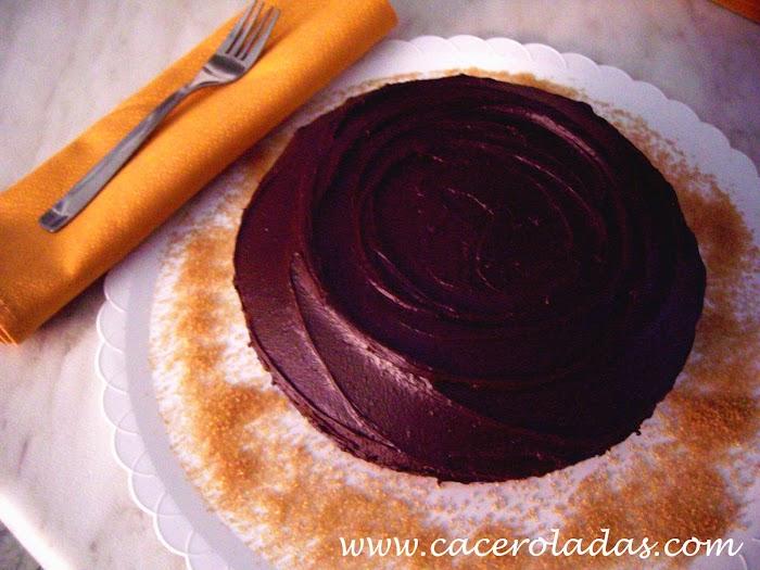 Pastel con dulce de chocolate