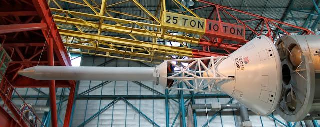 Cápsula montada en un cohete Saturn V
