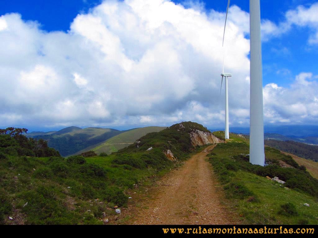 Ruta Llan de Cubel y Cueto: Finalizando el parque de la curiscada de camino al Llan de Cubel