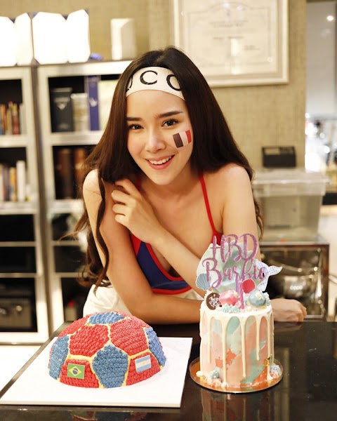 Food&Babe: Cute babe celebrating birthday with soccer theme [5pics, 1vid]