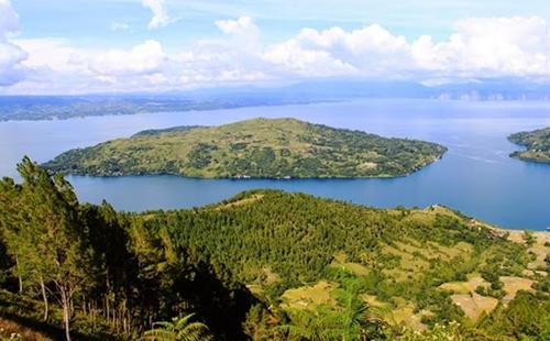 Pulau Samosir di Tengah Danau Toba Provinsi Sumatra Utara - Raimondwell.com