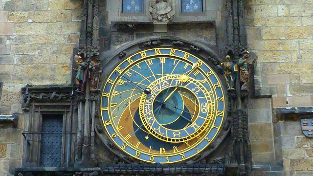 praga-orologio-astronomico-piazza-città-vecchia-poracci-in-viaggio