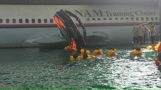 simulasi keadaan darurat pesawat terbang