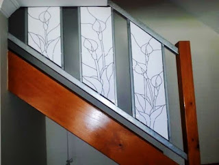 How I created a stained glass stair railing - from boring rails to an eyecatching feature. #stainedglass #leadlight
