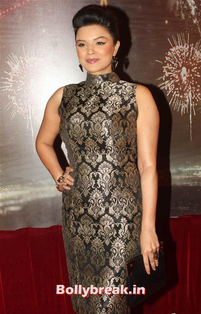Aashka Goradia, ITA Awards 2013 - Red Carpet Pics