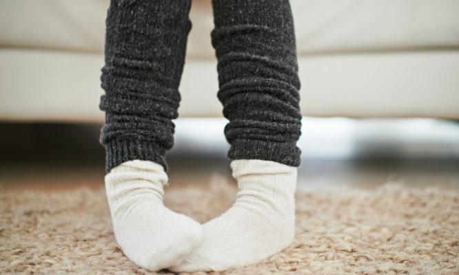Γιατί έχετε συνέχεια κρύα πόδια – Τι μπορεί να σημαίνει αυτό για την υγεία σας