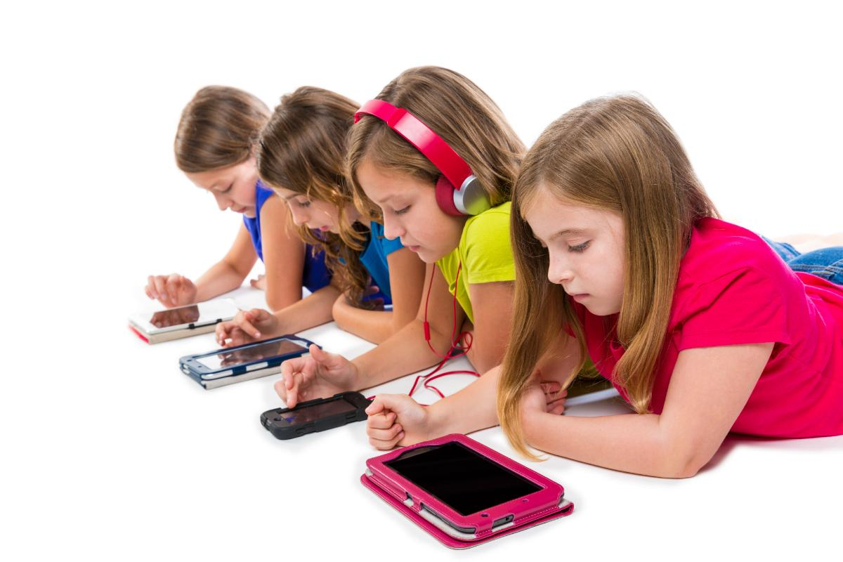 See Why Kids Love Playing With Smartphones - Turetalk
