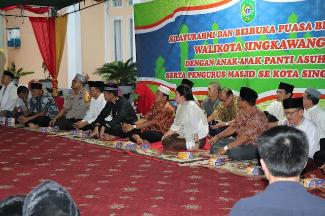 Photo Buka Puasa Bersama Walikota Singkawang