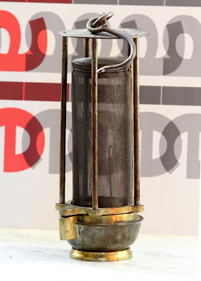 Lámpara tipo Davy de Casajuana utilizada en Barruelo
