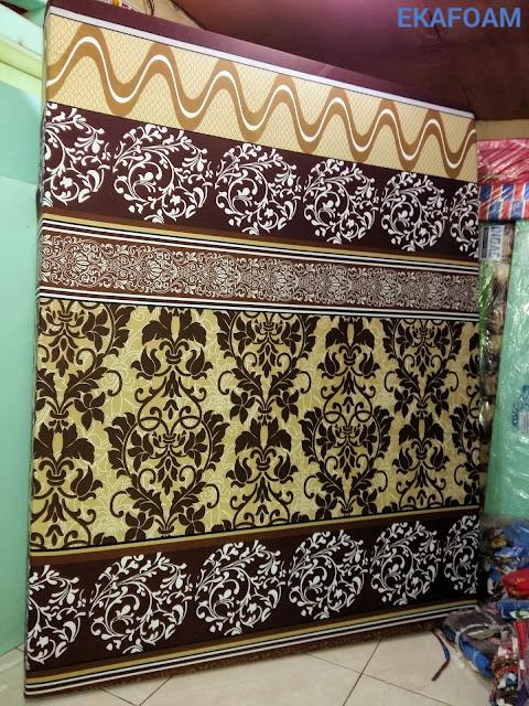 Kasur inoac motif bunga batik coklat