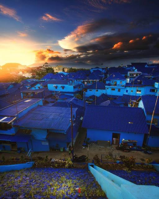 sunset di kampung biru malang