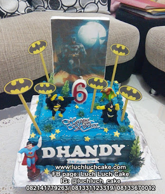 Kue Tart Batman dan Superman