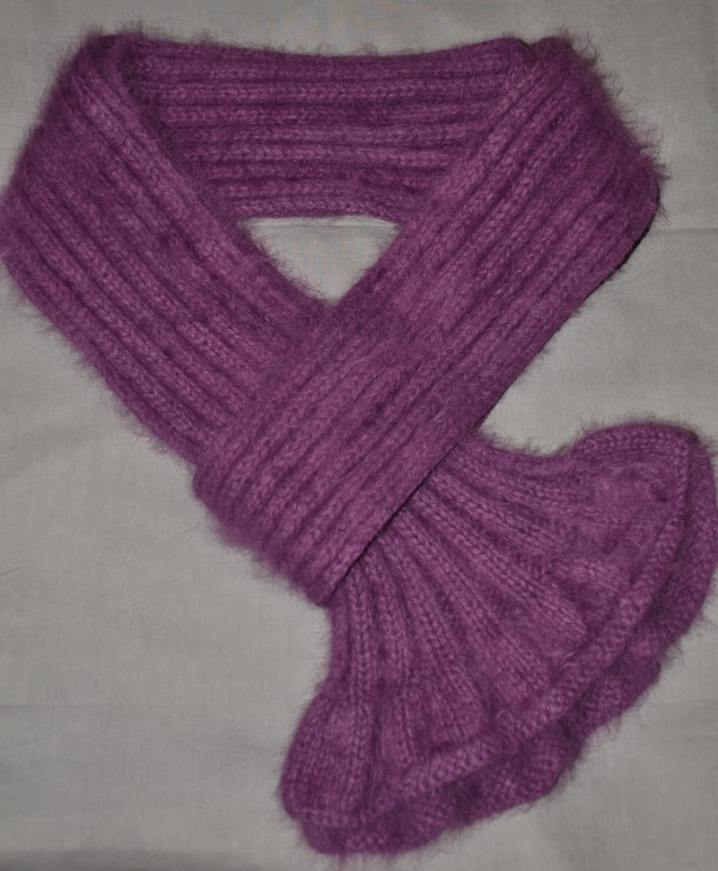 mod le gratuit d 39 une charpe chaude et chic pour femme des tricots tres mimie. Black Bedroom Furniture Sets. Home Design Ideas