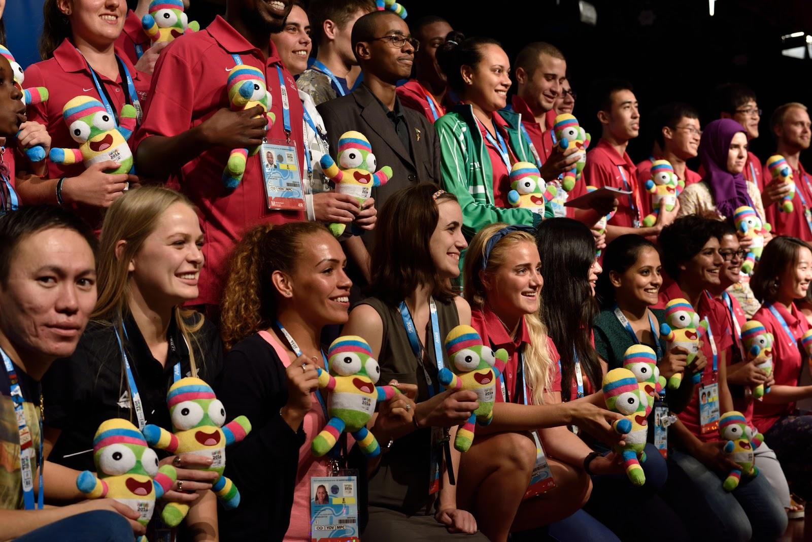 السفير سعيد يتوسط ممثلي الشباب لدى اللجنة الدولية الأولمبية