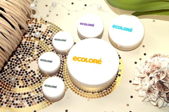 Mineralny makijaż z produktami Ecolore: podkładem Warm 3, korektorem Light Lemon i cieniem do brwi Dark Wood