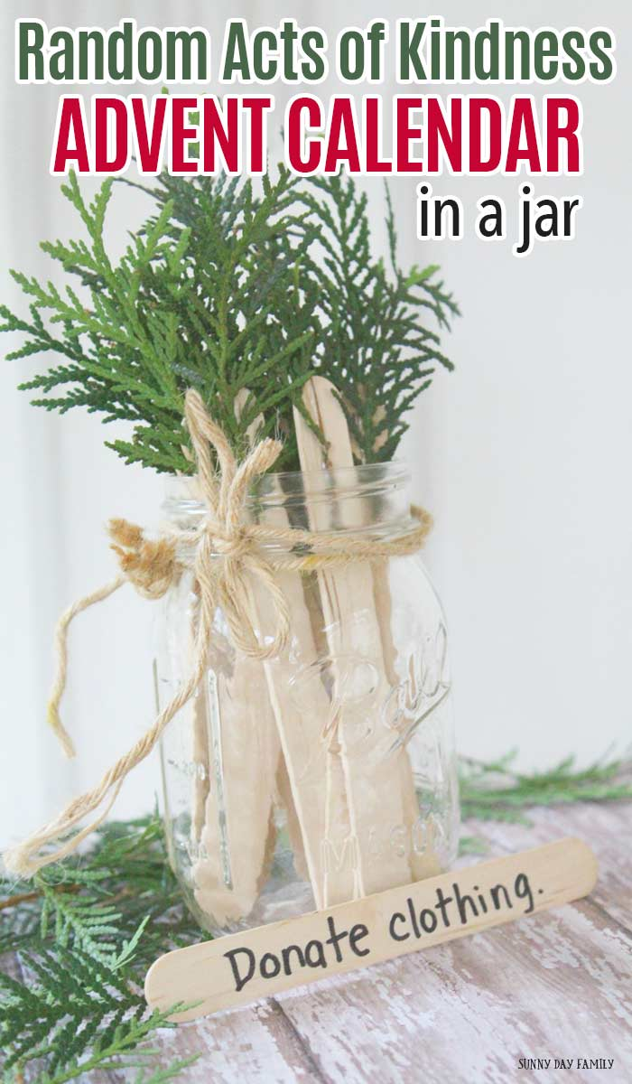 Make an advent calendar in a jar and fill it with random acts of kindness! This Christmas tree inspired Christmas countdown looks and smells great, and encourages your kids to complete acts of kindness every day until Christmas. Such a fun and easy DIY for the whole family! #AdventCalendar #Christmascountdownideas #randomactsofkindness #masonjar