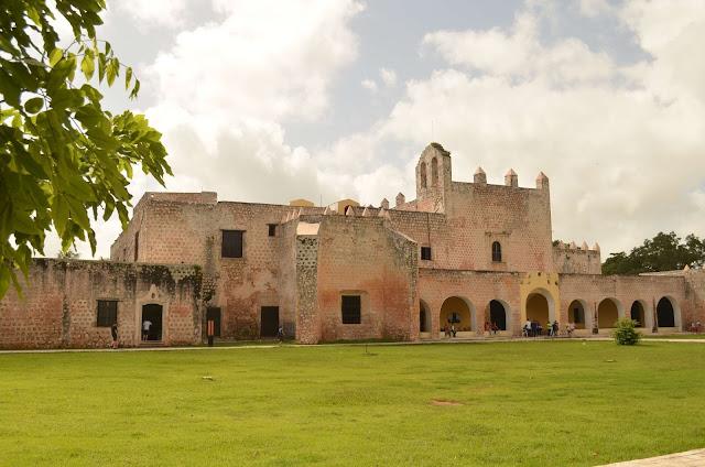 Catedral y monasterio de la ciudad de Valladolid Mexico
