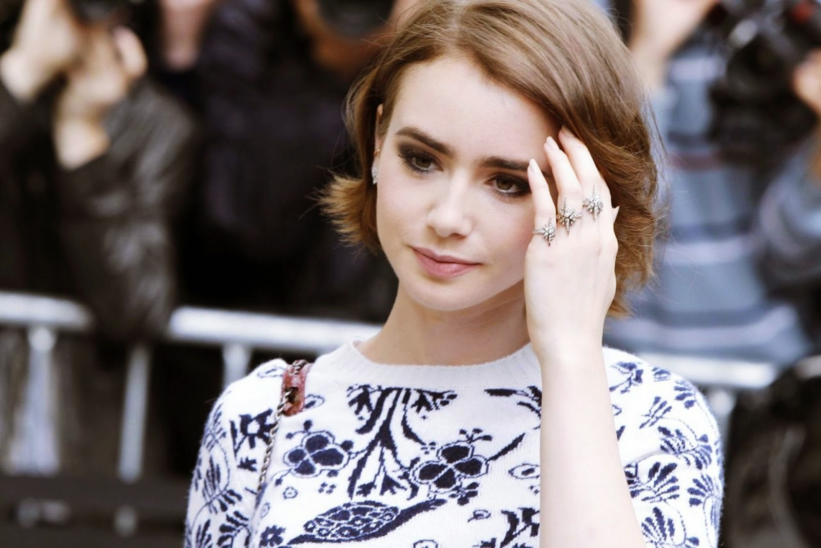 Lily Collins Hd Wallpapers Free Download
