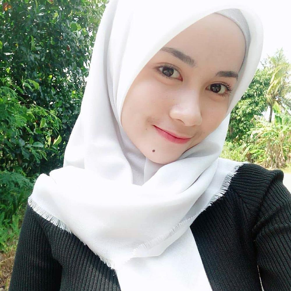 Harga jual Jilbab putih cewek manis dan imut