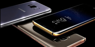Samsung Galaxy S8 dengan Casing Emas