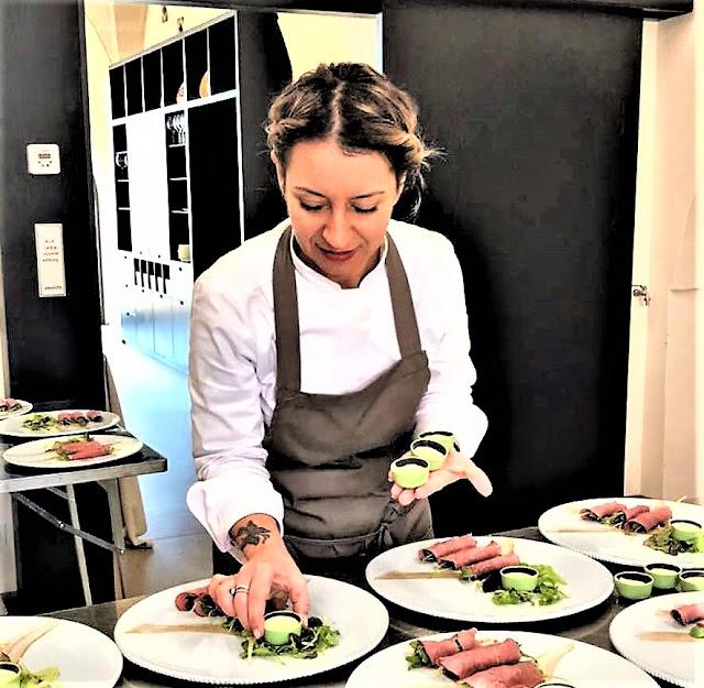 Patrizia Girardi  si prende cura dei suoi piatti
